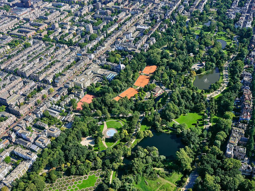 Nederland, Noord-Holland, Amsterdam, 02-09-2020; overzicht Vondelpark met tennisvelden (Kattenlaan en Festina). Oud-West met de Overtoom (links vh park).<br /> Overview Vondelpark with tennis courts (Kattenlaan and Festina). Oud-West with the Overtoom.<br /> <br /> luchtfoto (toeslag op standard tarieven);<br /> aerial photo (additional fee required);<br /> copyright foto/photo Siebe Swart