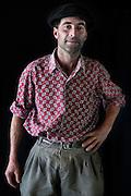 Javier Calvelo/ URUGUAY/ MONTEVIDEO/ FOTOGRAFIA/ Expoprado - Exposicion Rural del Prado de Montevideo/ Proyecto documental sobre la identidad, lo nacional, lo Uruguayo. Se trata de retratos simples mirando a camara y con un fondo neutro. Les pregunto a los fotografiados como quieren ser recordados en el futuro y de que localidad del Uruguay son.<br /> El titulo esta basado en la obra de Raymond Firth, Tipos Humanos. (Raymond William Firth, ( 1901-2002) fue un etnólogo neozelandés profesor de Antropología en la London School of Economics, es uno de los fundadores de la antropología económica británica). <br /> En la foto:  Tipos Humanos en Expoprado, Dañielo Gonzalez, Soca - Canelones. Foto: Javier Calvelo <br /> <br /> 2013-09-06 dia viernes