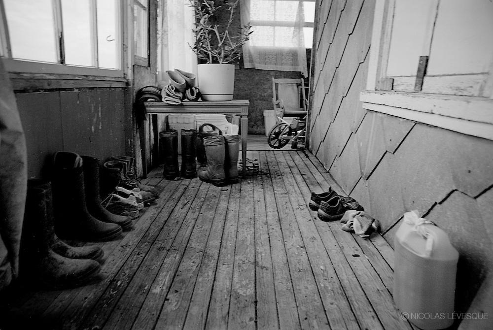 Échelle humaine. Agriculture biologique. St-Valerien de Rimouski, Quebec, Canada 2002.