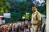 Polisinspektören Sunil Kumar står på en terrass och har en helhetsbild över entrékön med pilgrimer som är på väg upp till templet i Sabarimala, Kerala, Indien.<br /> <br /> The policeman Sunil Kumar is watching the pilgrims on their way to the Sabarimala temple in Kerala, India.<br /> <br /> Copyright 2016 Christina Sjögren, All Rights Reserved