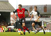 Fotball<br /> Premier League England 2004/2005<br /> Foto: BPI/Digitalsport<br /> NORWAY ONLY<br /> <br /> Fulham v Blackburn Rovers<br /> 27/11/2004<br /> <br /> Blackburn's Paul Dickov evades the tackle from Carlos Bocanegra