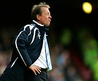 Photo: Tom Dulat/Sportsbeat Images.<br /> <br /> West Ham United v Tottenham Hotspur. The FA Barclays Premiership. 25/11/2007.<br /> <br /> Manager of West Ham United Alan Curbishley during the game.