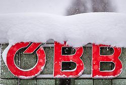 THEMENBILD - das OeBB Logo bei starkem Schneefall, aufgenommen am 09. Jaenner 2019 in Saalfelden, Oesterreich // the OeBB logo in heavy snowfall, Saalfelden, Austria on 2019/01/09. EXPA Pictures © 2019, PhotoCredit: EXPA/ JFK