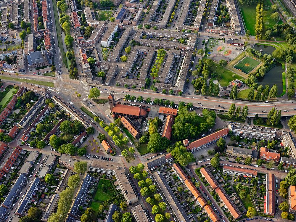 Nederland, Zuid-Holland, Rotterdam, 14-09-2019; Stadsgezicht Rotterdam-Zuid. Zicht op stadsdeel Feijenoord, Varkenoordse Park. Breeweg Katholieke Kerk H. Kruisvinding.<br /> Cityscape Rotterdam South. View of the Feijenoord district, Varkenoordse Park.<br /> luchtfoto (toeslag op standard tarieven);<br /> aerial photo (additional fee required);<br /> copyright foto/photo Siebe Swart