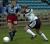 Fotball, NM-finale kvinner 2000 mellom Asker og Bjørnar 28. oktober 2000. Ingrid Camilla Fosse Sæthre, Bjørnar, med ballen.