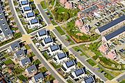 Noord-Holland, Gemeente Heerhugowaard, 20-04-2015; Stad van de Zon (Sun City), c;ose up met huizen in het centrale deel, het Carre. Nieuwbouwwijk op VINEX lokatie, in de Polder Heerhugowaard tussen de dorpskern van Heerhugowaard en Alkmaar naar ontwerp van Ashok Bhalotra. Milieuvriendelijke en energieneutrale wijk met energiezuinige huizen, uitgerust met zonne-energie panelen,  CO2-emissieneutraliteit.<br /> Sun City, new housing estate in Northwest of the Netherlands with energy neutral and environmetal friendly houses, equiped with individual solar panels. <br /> luchtfoto (toeslag op standard tarieven);<br /> aerial photo (additional fee required);<br /> copyright foto/photo Siebe Swart