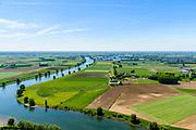 Nederland, Noord-Brabant, Maren-Kessel, 13-05-2019; Lithse Ham, ingang kanaal van Sint-Andries, verbinding tussen Waal en Maas. Op de landengte ligt ook Fort Sint-Andries. In het kader van het Maasoeverpark, zal er een ontwikkeling plaatsvinden van een landschapspark. Daarin ruimte voor de natuur, de landbouw en  'ruimte voor de rivier'  (bescherming tegen hoogwater door waterstandverlaging).<br /> Heerewaarden, where the river Maas (Meuse, right) and Waal almost touch, divided bij a isthmus. In to the canal the lock of St. Andries and an old fortress. <br /> Part of Maasoeverpark, development of a landscape park in which space for nature is combined with 'space for the river', protection against high water by lowering the water level.<br /> aerial photo (additional fee required);<br /> luchtfoto (toeslag op standard tarieven);<br /> copyright foto/photo Siebe Swart
