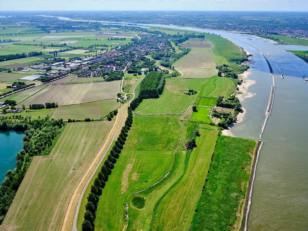 """Nederland, Gelderland, gemeente West Maas en Waal; 14–05-2020;  Waalbandijk ten oosten van Wamel (in het verschiet). Rechts van de verbrede dijk zijn populieren geplant. Water links 'De Wiel', rechts rivier De Waal. Rechtsboven langsdammen (vervangen de kribben).<br /> Waalbandijk east of Wamel. Poplars have been planted next to the widened dike. Water left """"De Wiel"""", right river De Waal. Upper right longitudinal dams (replace the groynes).<br /> <br /> luchtfoto (toeslag op standaard tarieven);<br /> aerial photo (additional fee required)<br /> copyright © 2020 foto/photo Siebe Swart"""