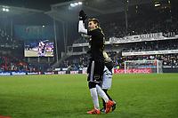 Fotball Menn Eliteserien Rosenborg-Viking<br /> Lerkendal Stadion, Trondheim<br /> 19 november 2017<br /> <br /> <br /> Nicklas Bendtner med sønnen Nicholas kommer opp for å få sin gullmedalje<br /> <br /> <br /> Foto : Arve Johnsen, Digitalsport