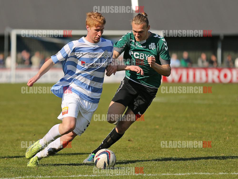 Bjarke Jacobsen (FC Helsingør) presses af Villads Bache (Svebølle).
