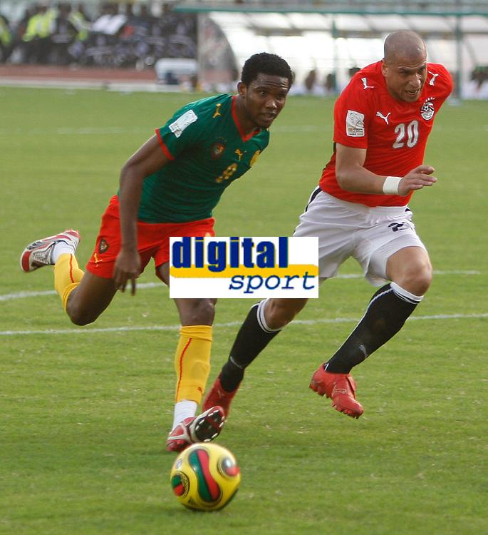 Photo: Steve Bond/Richard Lane Photography.<br />Egypt v Cameroun. Africa Cup of Nations. 22/01/2008. Samuel Eto'o (L) and Wael Gomaa (R) chase the ball
