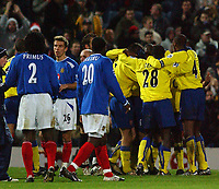 Fotball<br /> Premier League England 2004/2005<br /> Foto: SBI/Digitalsport<br /> NORWAY ONLY<br /> <br /> 19/12/2004 - FA Barclays Premiership<br /> Portsmouth v Arsenal<br /> <br /> Portsmouth's players look on as  Arsenal's players celebrate victory