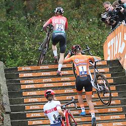 08-11-2020: Wielrennen: EK Veldrijden: Rosmalen: Puck Pieterse wint het EK U23 voor Blanka Vas en Manon Bakker.