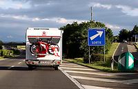 GEPA-1206081299 - NEUCHATEL,SCHWEIZ,12.JUN.08 - FUSSBALL - UEFA Europameisterschaft, EURO 2008. Bild zeigt ein Wohnmobil mit Fahrraedern und Fahnen auf der Autobahn. Keyword: Fahne.<br />Foto: GEPA pictures/ Walter Luger