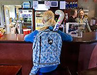 ASSEN - HOCKEY - Aan de bar . Hockey Vereniging Assen. COPYRIGHT KOEN SUYK