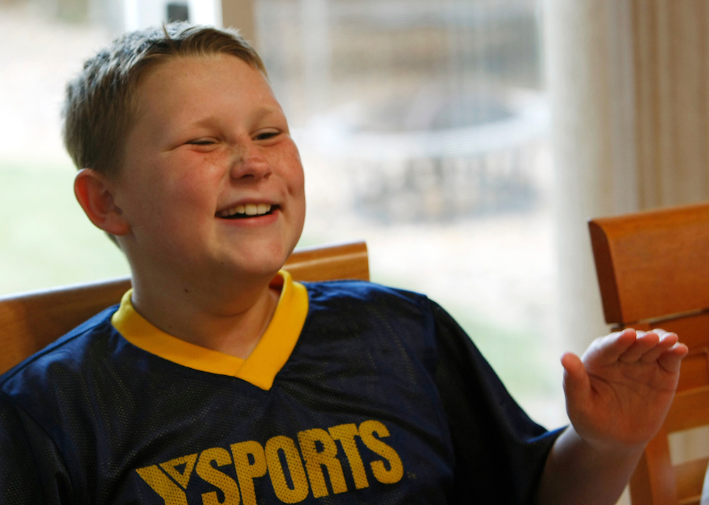 Zachary Frantzen talks with his family during dinner time at his home in Longmont, Colorado July 19, 2010.  Zachary, 10, is in the Shapedown Program which is part of the child and teen weight management program at The Children's Hospital in Aurora. REUTERS/Rick Wilking (UNITED STATES)
