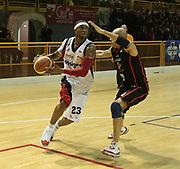 DESCRIZIONE : Lodi Lega A2 2009-10 Campionato UCC Casalpusterlengo - Riviera Solare RN<br /> GIOCATORE : Michael Cuffee<br /> SQUADRA : UCC Casalpusterlengo<br /> EVENTO : Campionato Lega A2 2009-2010<br /> GARA : UCC Casalpusterlengo Riviera Solare RN<br /> DATA : 14/03/2010<br /> CATEGORIA : Palleggio<br /> SPORT : Pallacanestro <br /> AUTORE : Agenzia Ciamillo-Castoria/D.Pescosolido