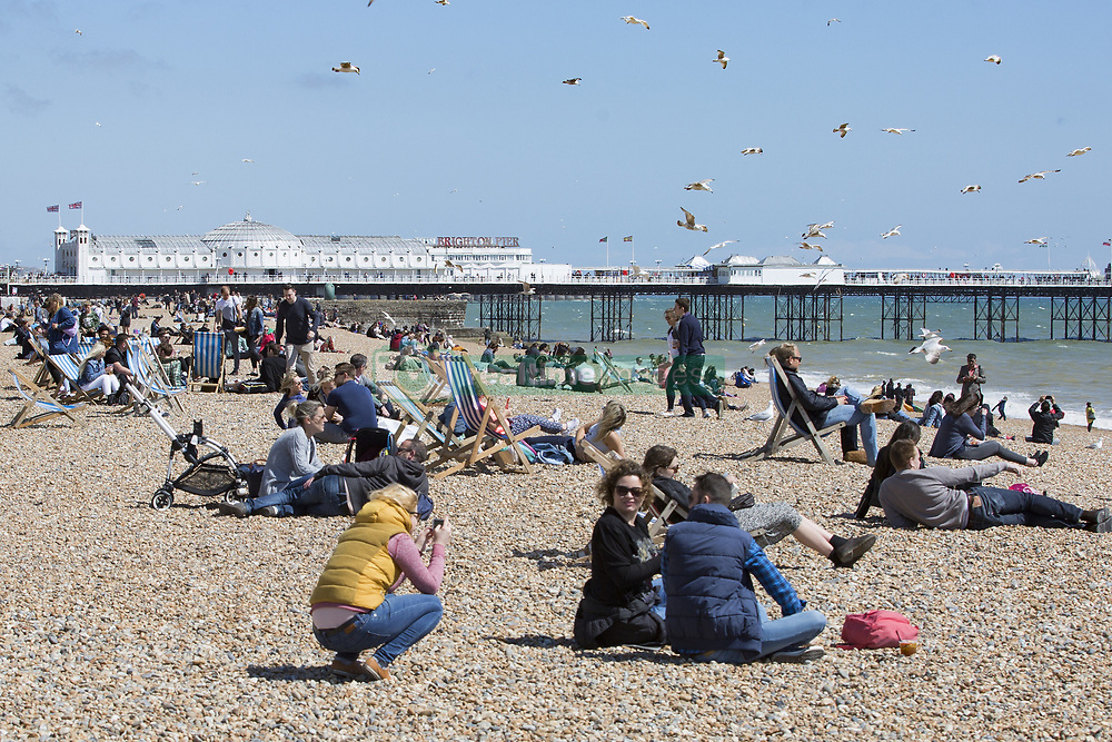 May 20, 2018 - Brighton, East Sussex, United Kingdom - Brighton, UK. Members of the public take advantage of the sunny weather to spent some time on the beach in Brighton and Hove. (Credit Image: © Hugo Michiels/London News Pictures via ZUMA Wire)