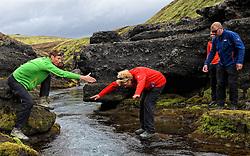 08-07-2014 ISL: Iceland Diabetes Challenge dag 4, Alftavatn<br /> Vandaag ging de challenge van Hrafntinnusker naar Alftavatn / Bas van de Goor, Sandra Ciere-Koolhaas, Harold Pijfers-Bensing