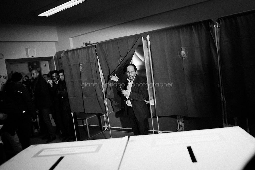 """PALERMO, ITALY - 24 FEBRUARY 2013: Leader of Civil Revolution and candidate for Prime Minister Antonio Ingroia (53) votes in a elementary school in Palermo, Italy, on February 24, 2013.<br /> <br /> Antonio Ingroia, leader of Civil Revolution with mayor of Naples Luigi de Magistris, started his career as a magistrate in the Antimafia pool of Giovanni Falcone and Paolo Borsellino who were killed in 1992 by the Mafia. After investigating on the secret talks between the Italian state and the Mafia in the early 1990s aimed at bringing a campaign of murder and bombing to an end, Antonio Ingroia became chief of investigations of the International Commission against Impunity in Guatemala (CICIG). <br /> <br /> A general election to determine the 630 members of the Chamber of Deputies and the 315 elective members of the Senate, the two houses of the Italian parliament, will take place on 24–25 February 2013. The main candidates running for Prime Minister are Pierluigi Bersani (leader of the centre-left coalition """"Italy. Common Good""""), former PM Mario Monti (leader of the centrist coalition """"With Monti for Italy"""") and former PM Silvio Berlusconi (leader of the centre-right coalition).<br /> <br /> ###<br /> <br /> PALERMO, ITALIA - 24 FEBBRAIO 2013: Antonio Ingroia (53 anni), leader di Rivoluzione Civile e candidato alla Presidenza del Consiglio,vota in una scuola elementare a Palermo il 24 febbraio 2013.<br /> <br /> Antonio Ingroia, leader di Rivoluzione Civile insieme al sindaco di Napoli Luigi de Magistris, ha iniziato la sua carriera da magistrato nel pool antimafia di Giovanni Falcone e Paolo Borsellino, uccisi dalla mafia nel 1992. Dopo aver indagato sulla trattativa Mafia-Stato (un accordo che avrebbe previsto la fine della stagione stravista in cambio di un'attenuazione delle misure detentive previste dall'articolo 41bis), Antonio Ingroia è stato chiamato a dirigere l'unità di investigazione per la la lotta al narcotraffico in Guatemala per l'ONU.<br /> <br /> Le el"""