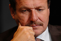 16 NOV 2006, BERLIN/GERMANY:<br /> Frank Bsirske, Vorsitzender der Gewerkschaft ver.di, Vereinte Dienstleistungsgewerkschaft, waehrend einem Interview, in seinem Buero, Ver.di Bundesverwaltung<br /> IMAGE: 20061116-01-025