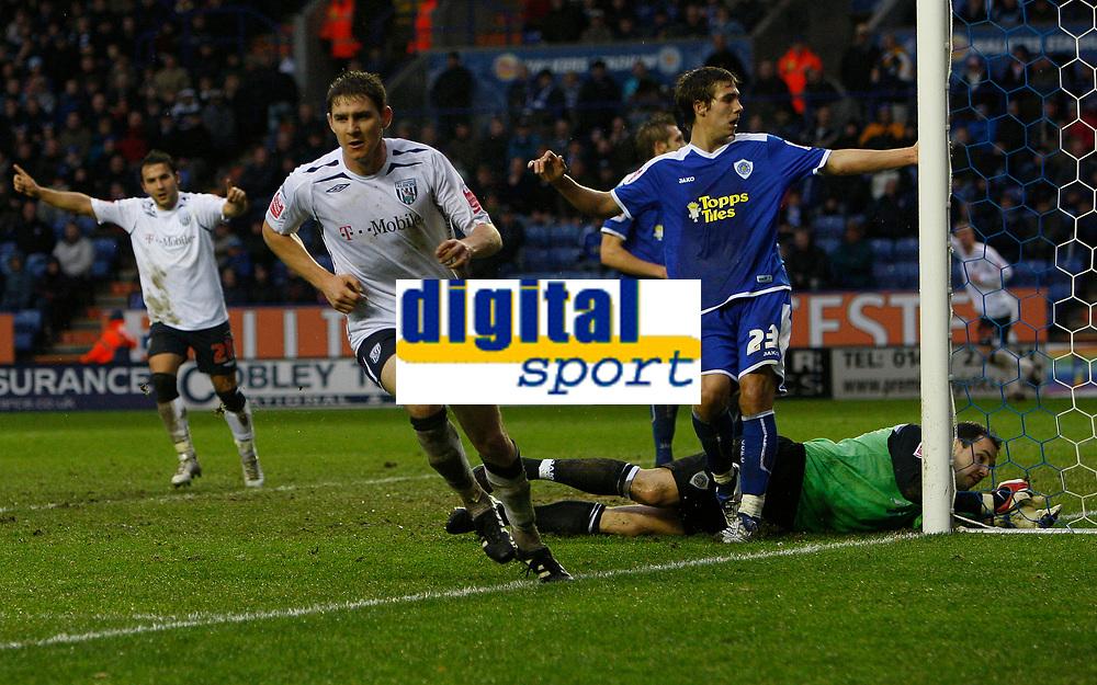 Photo: Steve Bond/Sportsbeat Images.<br /> Leicester City v West Bromwich Albion. Coca Cola Championship. 08/12/2007. Zoltan Gera (L) turns away after scoring