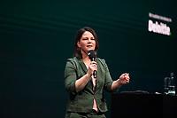 DEU, Deutschland, Germany, Berlin, 06.10.2020: Policy Talk mit Annalena Baerbock, Bundesvorsitzende von BÜNDNIS 90/DIE GRÜNEN, beim Tag der Industrie (TDI) des Bundesverbands der Deutschen Industrie (BDI) in der Verti Music Hall.