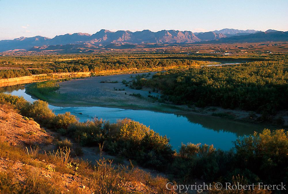 MEXICO, COAHUILA STATE Rio Grande and the Sierra Rica