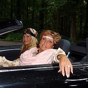 NLD/Vierhouten/20050530 - Society vrouwen rijden de BeauMonde Rally 2005, Estelle Gullit - Cruyff en Netty van der Veer