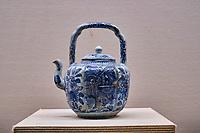 Japon, île de Honshu, Kansai, Osaka, le musée de l'Histoire d'Osaka, theiere // Japon, Honshu, Kansai, Osaka, History museum of Osaka, teapot