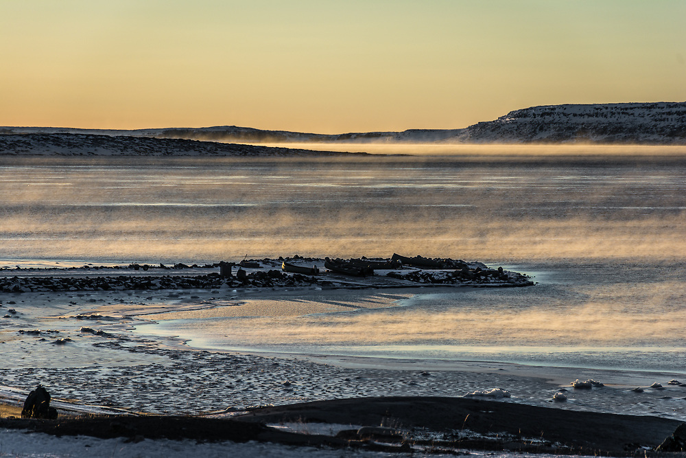 At a very cold temperature, the bay took this misty aspect for a whole day. The sun warmed the water before it freeze for the entire winter.
