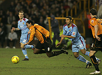 Fotball<br /> England 2004/22005<br /> Foto: SBI/Digitalsport<br /> NORWAY ONLY<br /> <br /> Wolverhampton Wanderers v West Ham<br /> Molineux Stadium, Wolverhampton<br /> Coca Cola Championship. 15/01/2005. <br /> <br /> Paul Ince gets tripped by Hayden Mullins.