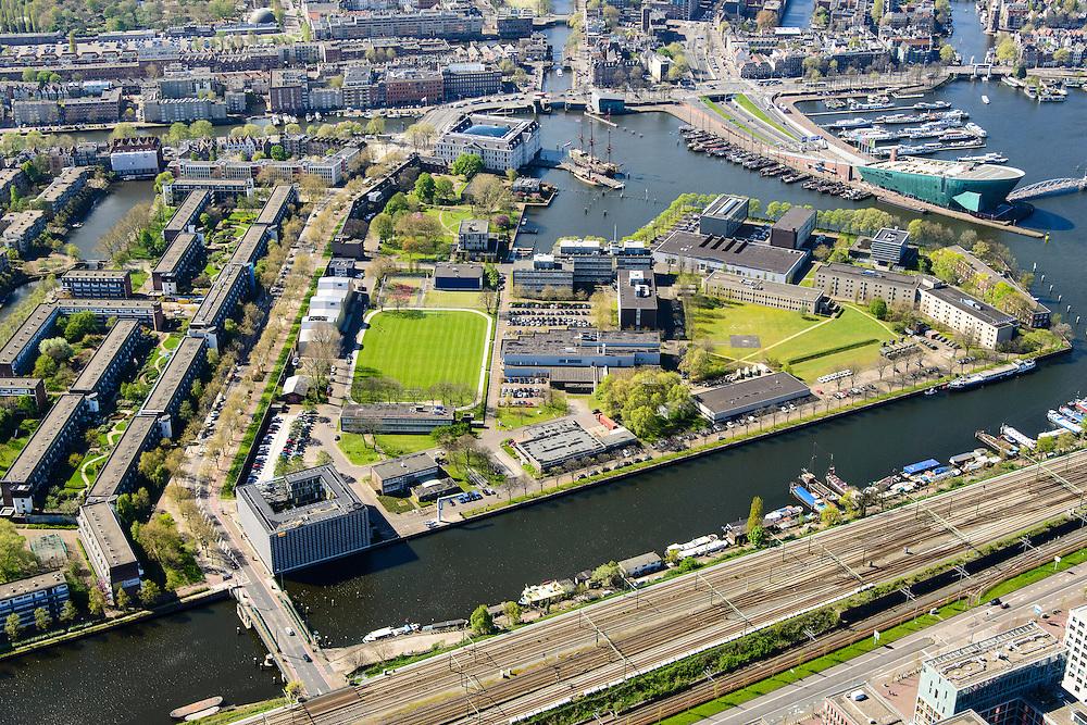 Nederland, Noord-Holland, Amsterdam, 09-04-2014;<br /> Marineterrein en Kattenburg (links), bovenin Scheepvaartmuseum en Prins Hendrikkade, de IJtunnel en museum Nemo met historische woonboten. <br /> Beneden de Dijksgracht en het spoor.<br /> Navy area and the National Maritime Museum (white building), right Museum Nemo.<br /> luchtfoto (toeslag op standard tarieven);<br /> aerial photo (additional fee required);<br /> copyright foto/photo Siebe Swart