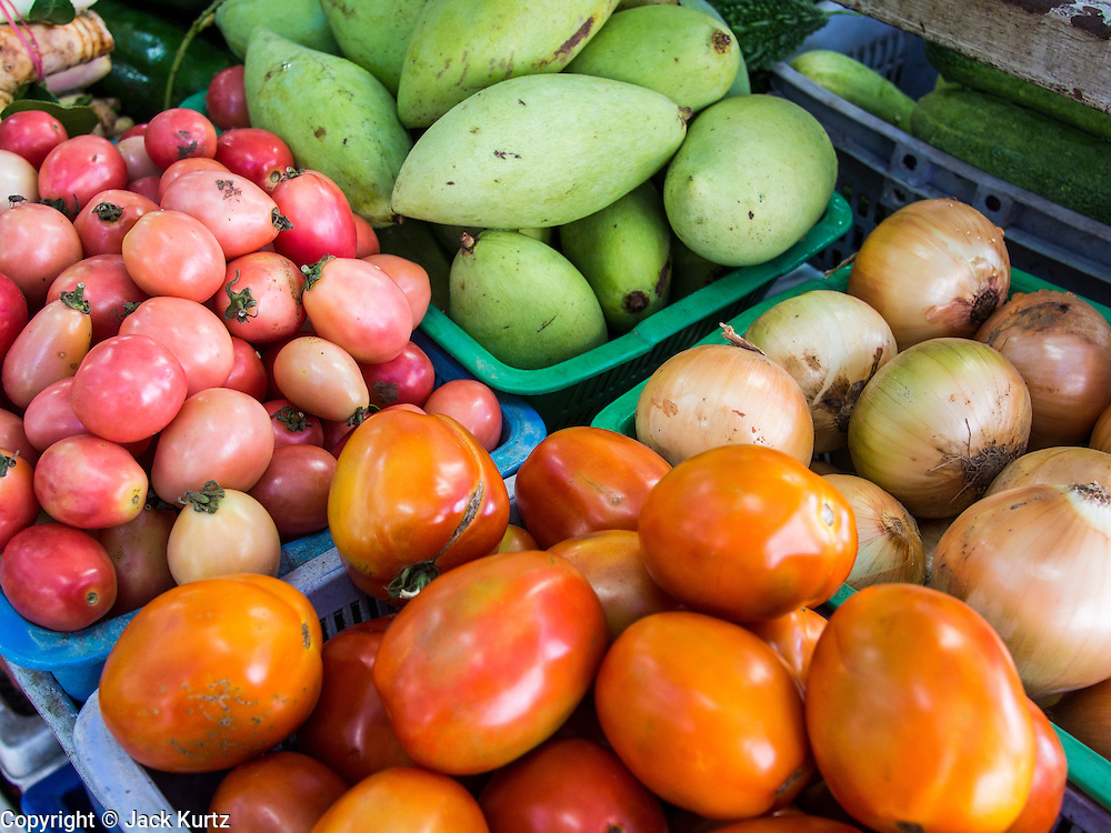 18 JULY 2013 - BANGKOK, THAILAND:   Tomatos, mangoes and onions for sale in the Onnuch (also known as On Nut) Wet Market off of Sukhumvit Soi 77 in Bangkok.       PHOTO BY JACK KURTZ