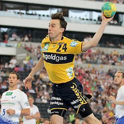 Rhein-Neckars Patrick Groetzki (Nr.24) mit einem Sprungwurf  im Spiel Rhein-Neckar-Loewen - HSV Handball.<br /> <br /> Foto © P-I-X.org *** Foto ist honorarpflichtig! *** Auf Anfrage in hoeherer Qualitaet/Aufloesung. Belegexemplar erbeten. Veroeffentlichung ausschliesslich fuer journalistisch-publizistische Zwecke. For editorial use only.