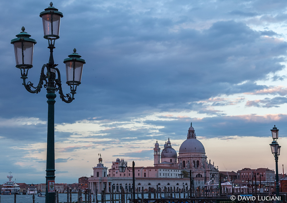Venetian authorities were considering in november 2016 to impose a cap on the number of tourists visiting the city of Venice to prevent the degradation risks of the historical sites due to overcrowding.