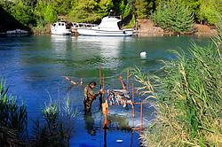 Rodi Garganico, pescatore si prepara per una battuta di pesca sott'acqua