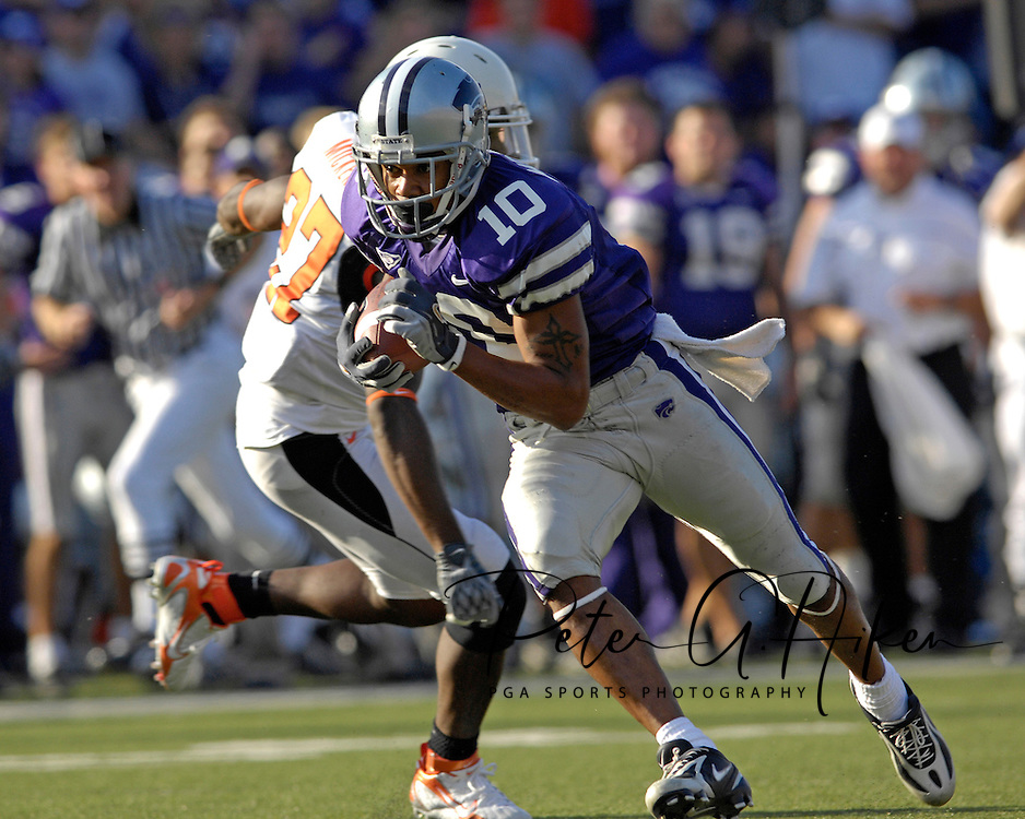 Kansas State wide receiver Jermaine Moreira (10) races past Oklahoma State's Calvin Mickens (27) for a 21-yard gain in the fourth quarter at Bill Snyder Family Stadium in Manhattan, Kansas, October 7, 2006.  The Wildcats beat the Cowboys 31-27.<br />