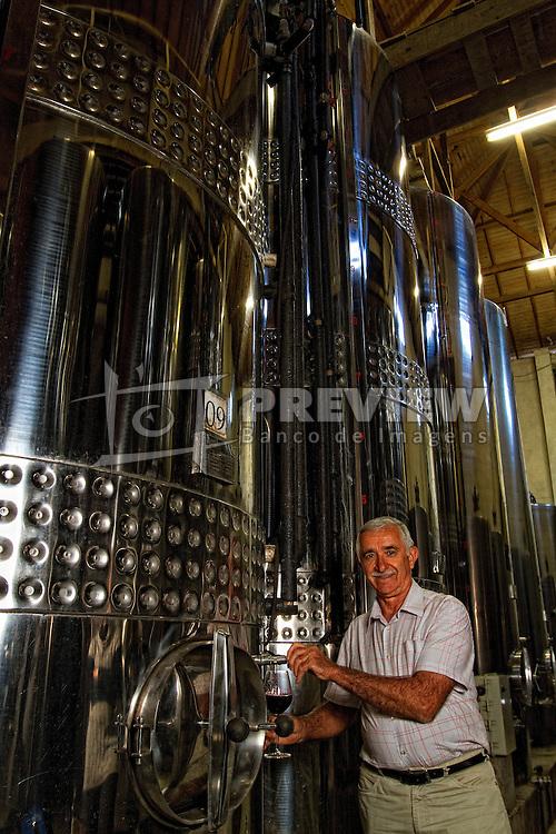 O sr. Plínio Pizzato na vinícula Pizzato Vinhos e Vinhas. FOTO: Marcos Nagelstein/Preview.com