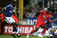 Fotball<br /> Frankrike 2003/04<br /> Strasbourg v Monaco<br /> 12. mai 2004<br /> Foto: Digitalsport<br /> NORWAY ONLY<br /> <br /> SHABANI NONDA (MON) / CHRISTIAN BASSILA (STR)