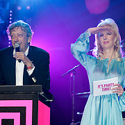 NLD/Amsterdam/20120330 - Emma Raising Fund Night, veilingmeester Peter Trommelen en notaris
