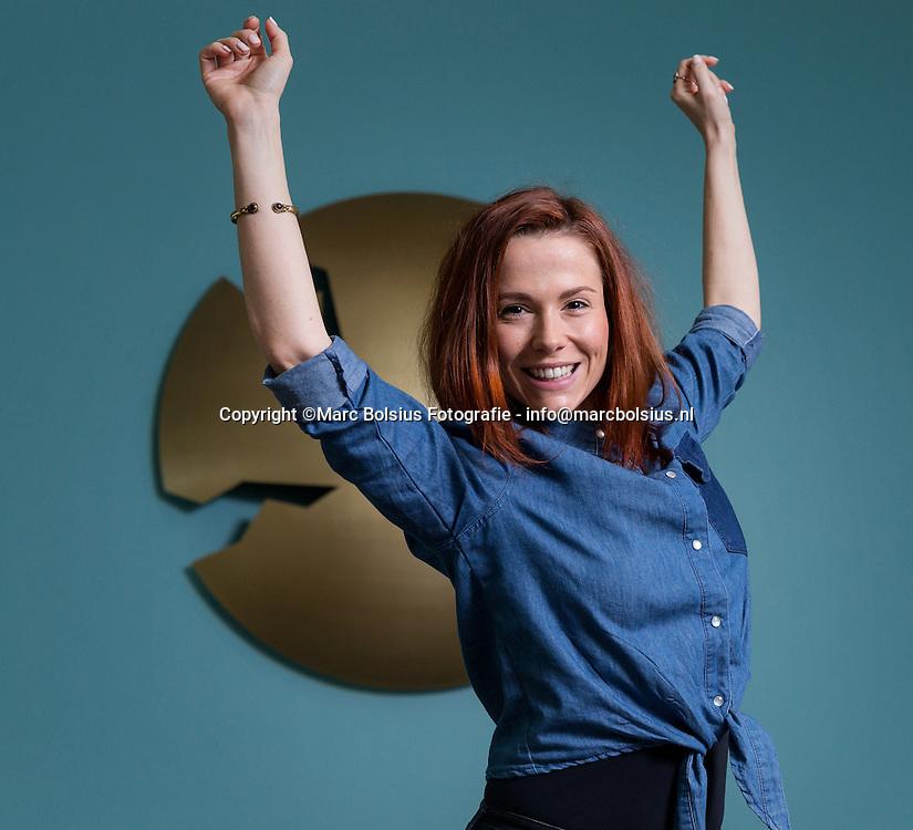 Nederland,  Schijndel, het nieuwe lid van muziekgroep Djumbo voor het pittige interview van Linda Akkermans
