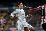 Ozil in front of Athletic opponent