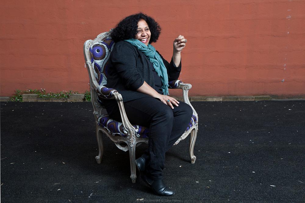 Hélène Tavera, journaliste culinaire, organise des balades gustatives dans le quartier. Passionnée des arts culinaires et surtout par la sociologie de l'alimentation, elle développe des actions qui questionnent la dimension sociale de l'alimentation.