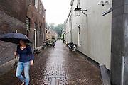 In Utrecht loopt een vrouw door de regen.<br /> <br /> In Utrecht a woman walks in the rain.