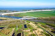 Nederland, Noord-Holland, Diemen, 20-04-2015; Diemerbos, ook Telegraafbos. Nieuw bos, aangelegd in de polder in de jaren 1990, onderdeel van natuurgebied Gaasp en Diem. Spoorbrug over Amsterdam-Rijnkanaal. In de achtergrond weguitbreiding Schiphol - Amsterdam - Almere (SAA), verbreding A1<br /> luchtfoto (toeslag op standard tarieven);<br /> aerial photo (additional fee required);<br /> copyright foto/photo Siebe Swart
