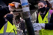 20210531/Montevideo- Uruguay/ El Plan ABC (Apoyo Básico a la Ciudadanía) es una iniciativa de la Intendencia de Montevideo ejecuta en el 2021, en un conjunto de medidas para hacer frente a los impactos negativos del contexto social y económico.<br /> Su objetivo es atender a las poblaciones más vulneradas en sus derechos, reconocer y actuar rápidamente frente a la diversidad de situaciones críticas.<br /> <br /> En la foto: Cuadrilla del Plan ABC, en la calle Soriano, en Montevideo. Foto: Pablo Vignali / adhocFOTOS