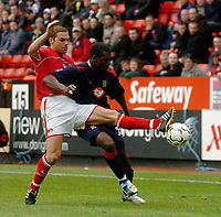 Fotball<br /> Photo. Glyn Thomas, Digitalsport<br /> Norway Only<br /> <br /> Charlton Athletic v Portsmouth. FA Barclaycard Premiership. <br /> The Valley, Charlton, London. 10/04/2004.<br /> Charlton's Luke Young (L) battles for the ball with Portsmouth's goal scorer Yakubu Aiyegbeni.