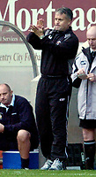 Photo: Leigh Quinnell.<br /> Coventry City v Luton Town. Coca Cola Championship.<br /> 29/10/2005. coventry manager Micky Adams claps the players.