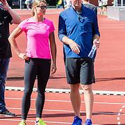 NLD/Utrecht/20160903 - Daphne Schippers geeft een clinic bij haar oude club, met trainer coach Bart Bennema